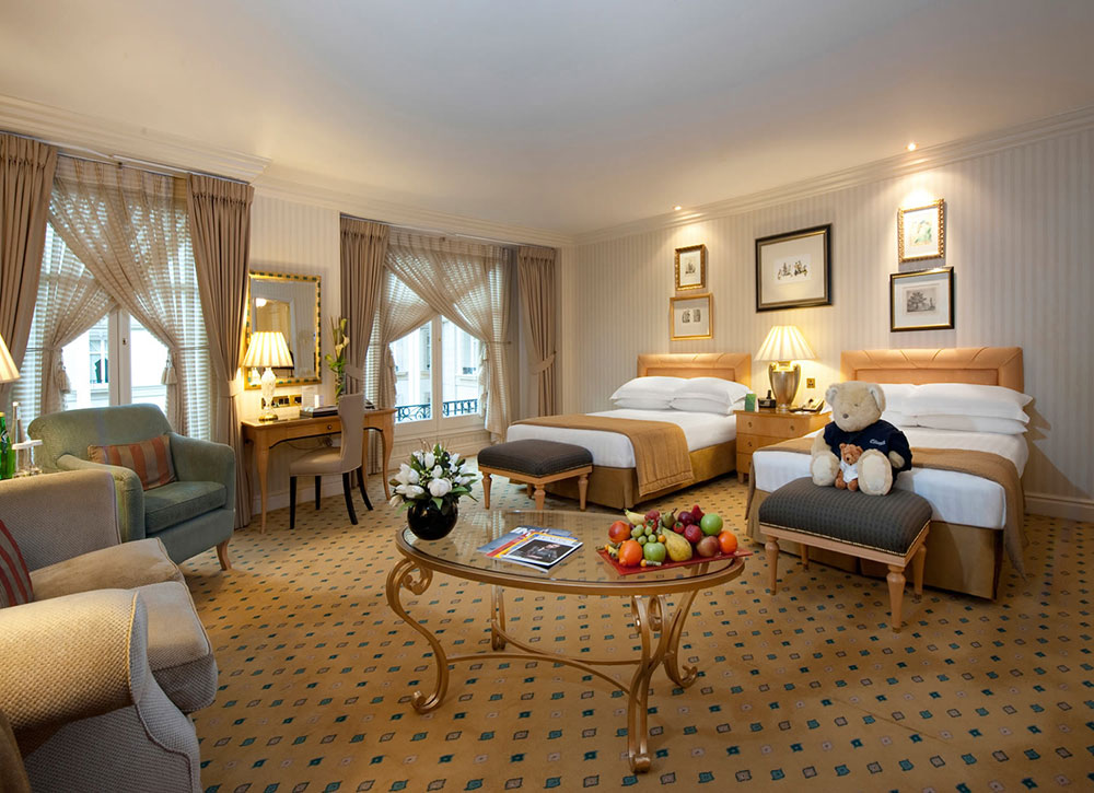 Vanities and lighted wall mirrors are a must - طراحی داخلی و ایده های دکوراسیون مدرن هتل