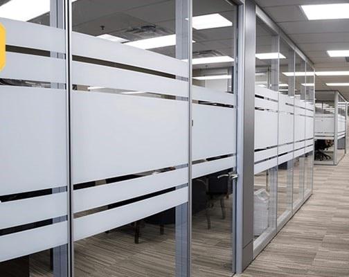efewfgwef - محل کار خود را چگونه با شیشه دیزاین کنیم؟