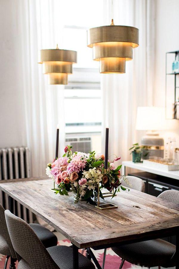 lighting fixtures over the table interesting design - ۱۱ نکته در مورد تزئینات اداری برای افزایش بهرهوری شما
