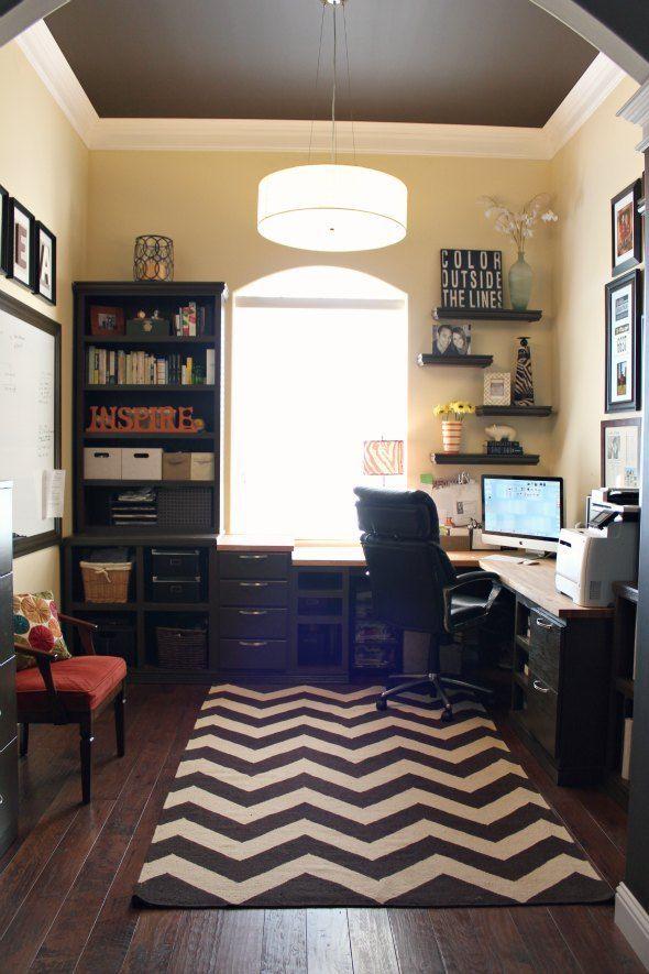 warm striped area rug for office - ۱۱ نکته در مورد تزئینات اداری برای افزایش بهرهوری شما