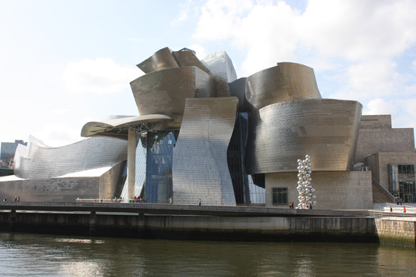 Guggenheim Museum Bilbao - ۲۰ نمونه از معماری مشهور جهان