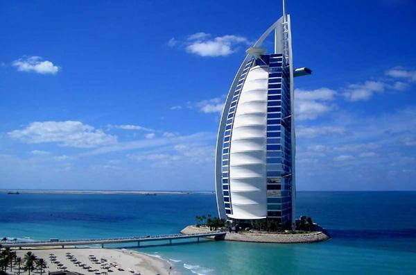 Hotel Burj al Arab - ۲۰ نمونه از معماری مشهور جهان
