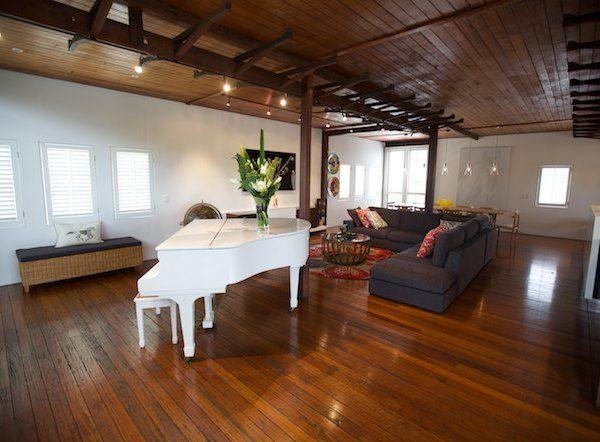 Warehouse Lounge Dining Decorate Design1 1 600x442 - محبوب ترین سبک های طراحی داخلی