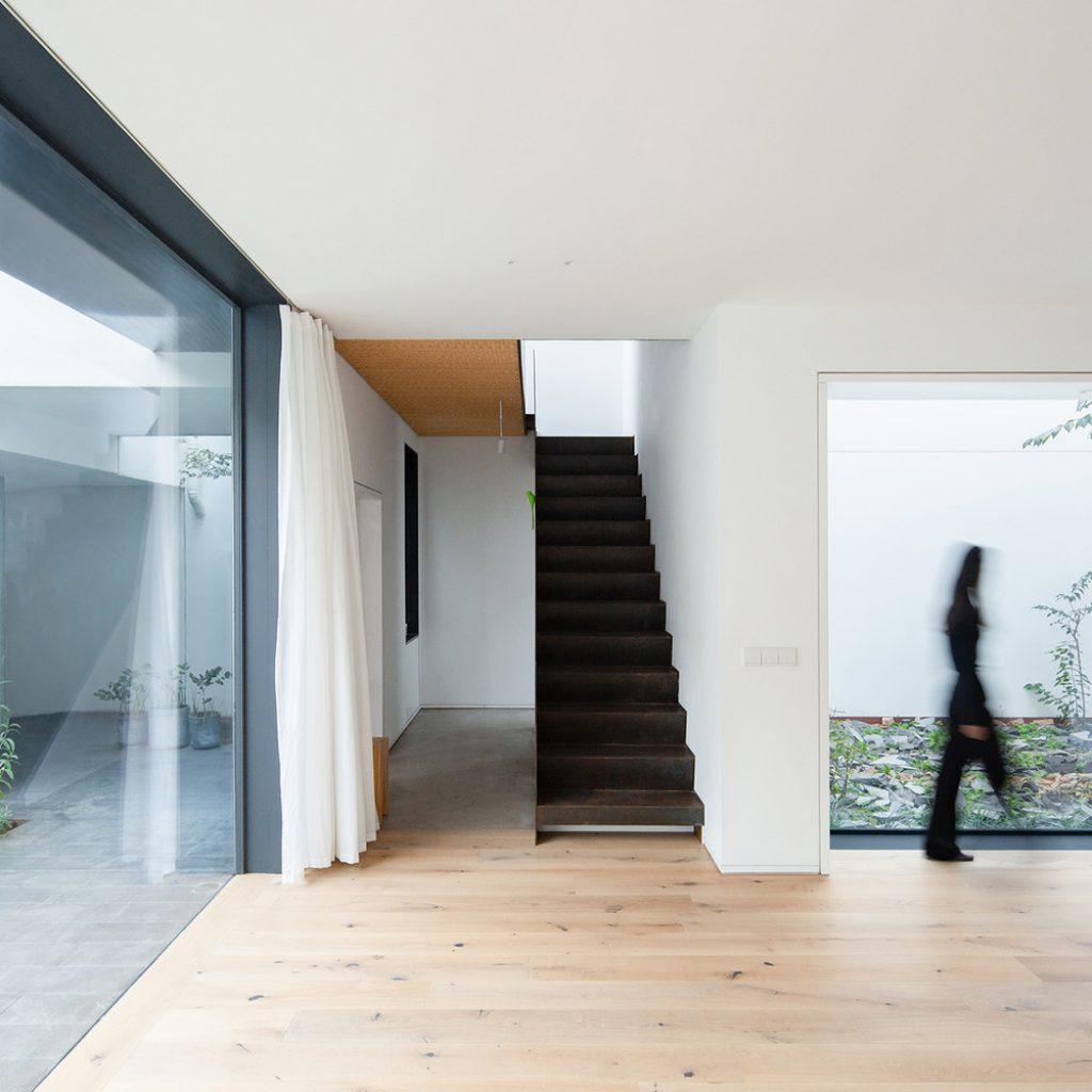 11 living room south copyright tianzhou yang 1024x1024 - عناصر معماری مدرن و سنتی نوسازی خانه