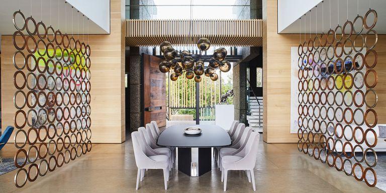 ensure a private and intimate setting 1582051643 - چگونی ارائه یک اتاق شام یا غذاخوری