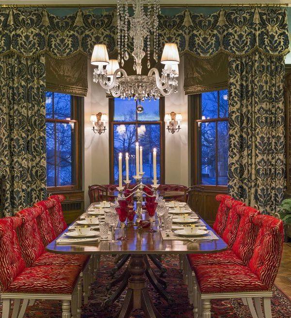 establish a focal point 1582052300 1 600x655 - چگونی ارائه یک اتاق شام یا غذاخوری